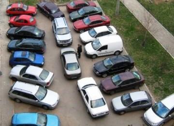 Неправильная парковка во дворе: куда жаловаться?